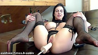 Livecam Bianca Loves The Fucking Machine - KinkyFrenchies