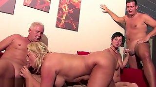 Bi german milfs plays with their twats in foursome