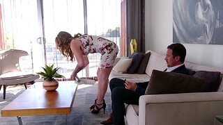 Adorable MILF wife Crystal Taylor knows how to pleasure a chubby gumshoe