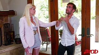 Automated fucking less the bedchamber with busty wife Mikki Lynn